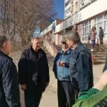 Николай Панков и жители Юбилейного напомнили подрядчику о графике ремонта тротуаров