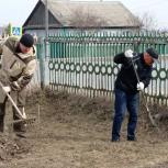 Активисты «Единой России» провели субботник на территории Армизонской больницы