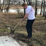 Молодогвардейцы Сергиева Посада привели в порядок памятник в деревне Игнатьево