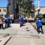 Башмаковский район: единороссы благоустроили захоронение Героев Советского Союза