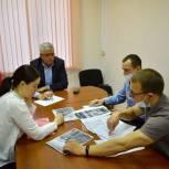 Тарас Ефимов обсудил с жителями микрорайона Железнодорожный обустройство площадок для выгула собак