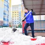 Активисты провели субботник на площадке детского сада в Кемерове