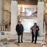 Максим Сураев осмотрел ход капитального ремонта дома культуры «Кучино» в Балашихе