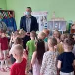 Можайские единороссы провели в детском саду викторину, посвященную первому полету человека в космос