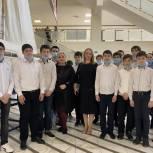 В преддверии Дня космонавтики единороссы организовали для школьников экскурсию в историческом музее