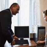 Михаил Батин подарил школьнику из Кинешмы персональный  компьютер