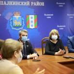 Виктор Остренко обсудил с медиками Палкинского района модернизацию ФАПов