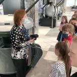 «Единая Россия» в Кирове провела экскурсию в музей завода «АВИТЕК» для школьников