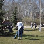 Единороссы Балашихи вместе с «Волонтерами Подмосковья» провели субботник на территории Стеллы Победы в мкр Керамик Балашихи
