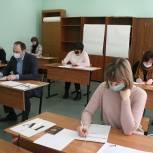 В Сергиевом Посаде школьники-волонтеры встретились с депутатом Александром Легковым