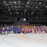 Воскресенские единороссы вручили награды юным хоккеистам