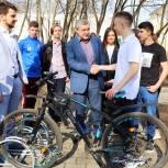 Депутаты помогли организовать велопарковку в мытищинской школе