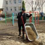 Депутаты областной и городской Думы вышли на субботники