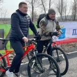 Депутаты и партийцы вместе с другими саратовцами приняли участие в велопробеге «Поехали!»