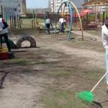 Александр Бондаренко совместно с молодогвардейцами провел субботник в Ленинском районе