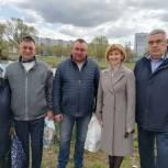 Депутаты-единороссы поблагодарили активных жителей Рязани за благоустройство территории у пруда Родная Заводь