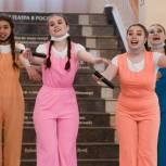 «Единая Россия» организовала в Новосибирске благотворительный спектакль для детей с ОВЗ