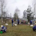 В Унечском районе  проходит субботник по благоустройству  мемориальных мест