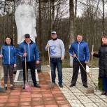 Активисты Унечской «Единой России» благоустроили воинские мемориалы и памятники