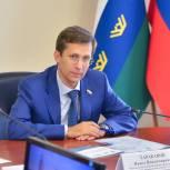 Сенатор Павел Тараканов оказывает помощь тюменцам