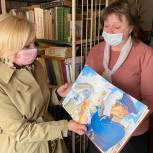 Депутаты «Единой России» передали книги сельским библиотекам