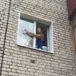 Кинешемские волонтеры помогли одинокой пенсионерке с уборкой в квартире