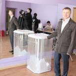 Владимир Жук проверил, как проходит голосование в молодёжный парламент в Дзержинском