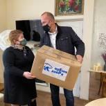 Региональному отделению Российского фонда милосердия и здоровья передали маски