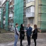 Владимир Жук проверил капремонт домов в Дзержинском
