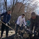 Активисты «Единой России» вышли на первый апрельский субботник