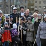 Депутаты-единороссы Сергиева Посада высадили деревья в сквере Сергия Радонежского