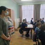 Депутат поможет школе в Шиханах приобрести компьютерную технику