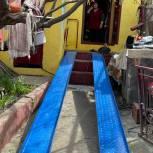 «Единая Россия» помогла установить пандус в доме инвалида из Махачкалы