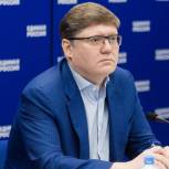 «Единая Россия»: C 1 сентября в России родители дошкольников будут получать 100% оплату больничного по уходу за детьми