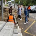 В Королеве члены партии «Единая Россия» провели мониторинг ремонта тротуаров по Болшевскому шоссе