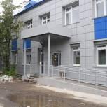 В Мурманске мониторинговая группа проверила ход капитального ремонта поликлиники