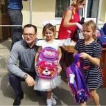 Будущим первоклассникам - ;жителям избирательного округа №13 депутат Алексей Рогонов вручил портфели и канцелярские принадлежности