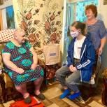 Молодогвардейцы поздравили старейшего члена партии «Единая Россия»