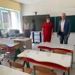 Алексей Антонов осмотрел готовность самойловской школы к новому учебному году
