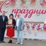 Евгений Аксаков вручил награды жителям поселка Фосфоритный