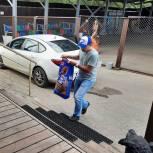 Автозаводские активисты передали сухой корм в приют для бездомных животных