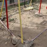 Александр Удалов обратил внимание на нарушения при восстановлении детской площадки в Саратове после ремонта коммуникаций