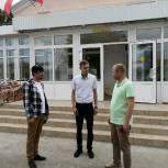 Андрей Корнеев осмотрел ДК в Энгельсском районе, где завершается капитальный ремонт в рамках партпроекта