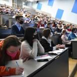 «Единая Россия»: Требование об обязательной вакцинации студентов отменено