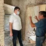 Дамир Фахрутдинов проверил ход ремонтных работ в библиотеке Оренбурга