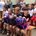 Парламентарии вручили ранцы и школьные принадлежности