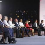 Андрей Бочаров на встрече с активом ЕР: У нас, у жителей есть два пути: двигаться вперед вместе со страной и Президентом, либо остановиться