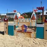 В поселке Лесной открылись две детские игровые площадки