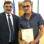 В Уйском районе депутата-волонтёра отметили наградой Законодательного Собрания Челябинской области