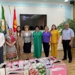Активисты Единого волонтерского штаба помогли собраться в школу детям острова Чечень